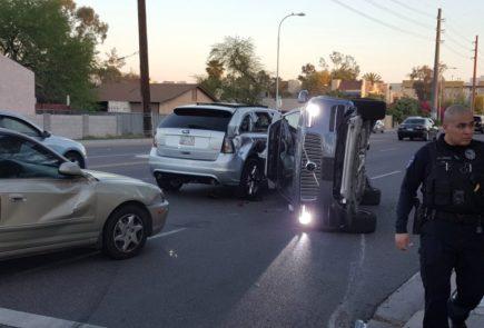 Uber para su programa de coches autónomos por un accidente en Arizona