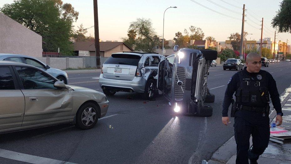 Uber coche autónomo accidente en Arizona