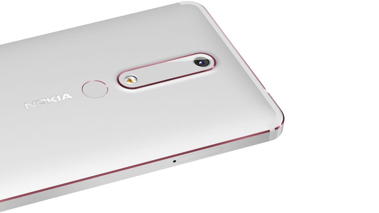 Parte trasera en color plata del Nokia 6 2018