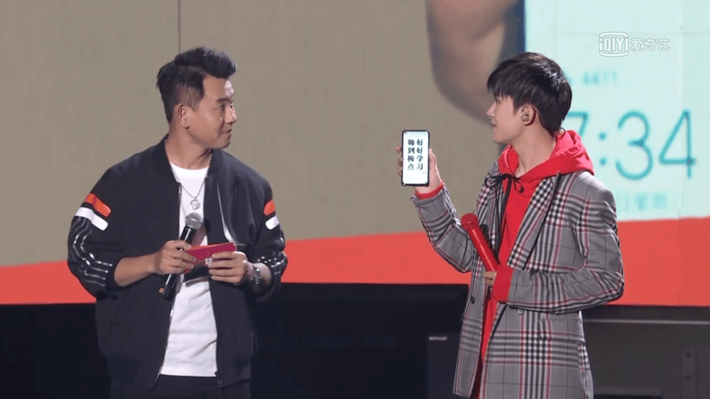 Huawei Nova 4, el móvil que esconde la cámara en la pantalla 3