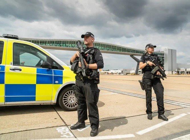 Siguen sin dar con los responsables de los drones sobre Gatwick 1