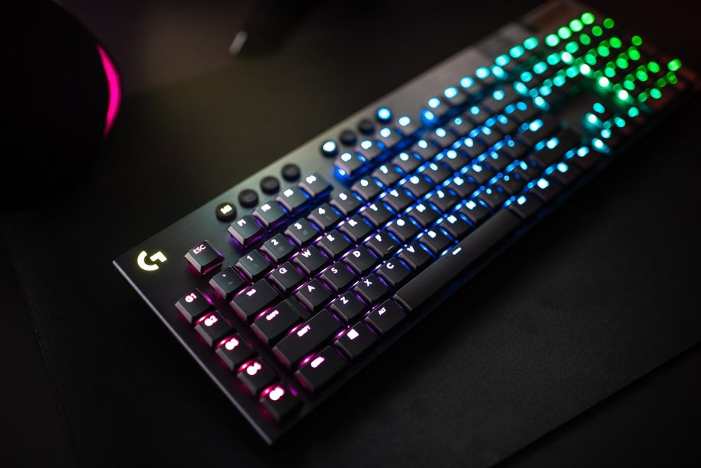 Logitech presenta sus teclados G915 y G815 ultrafinos y con iluminación RGB