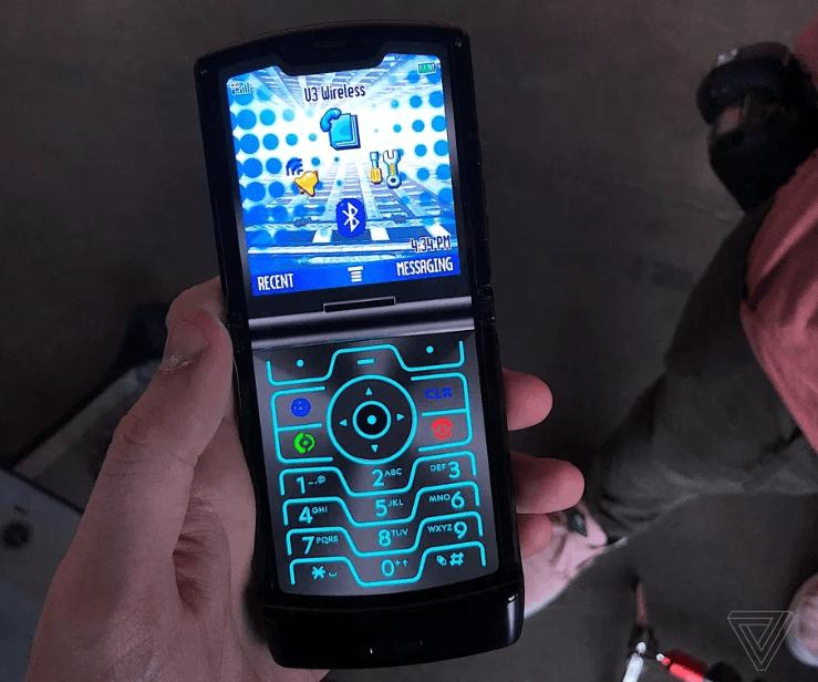 El Motorola Razr es oficial, un smartphone plegable diferente 4