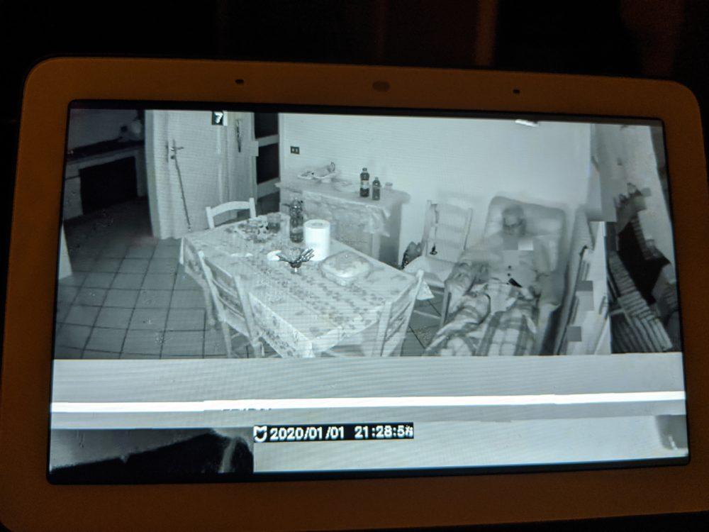 Una cámara Xiaomi muestra lo que pasa en otras casas a un usuario de Google Nest Hub 1