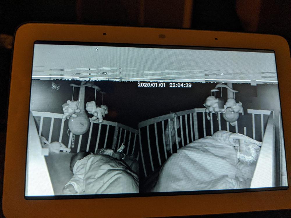 Una cámara Xiaomi muestra lo que pasa en casas vecinas a un usuario de Google Nest Hub