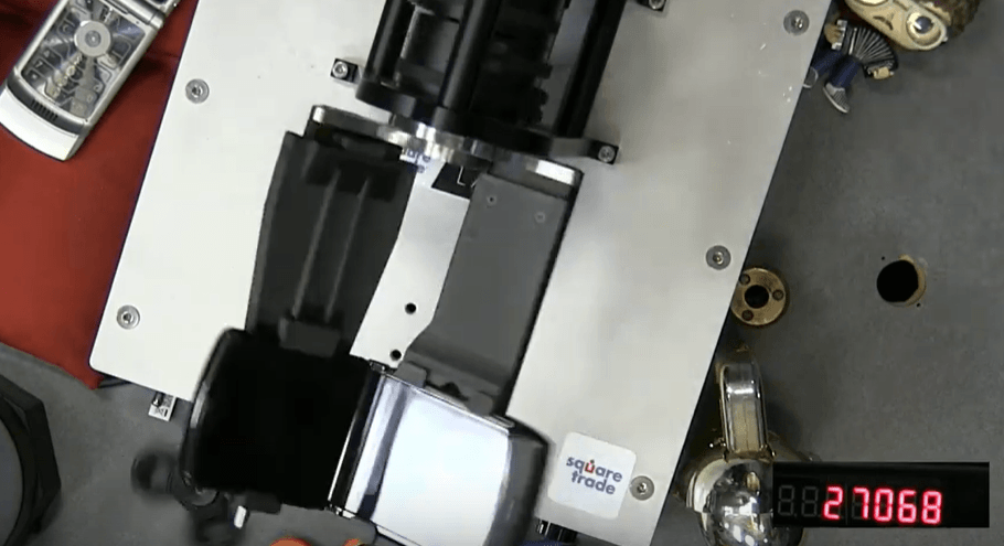 Ponen a prueba la bisagra del Motorola RAZR