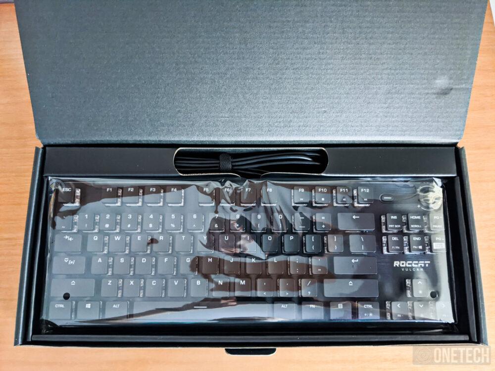 Análisis del Roccat Vulcan TKL, un teclado gamer compacto 15