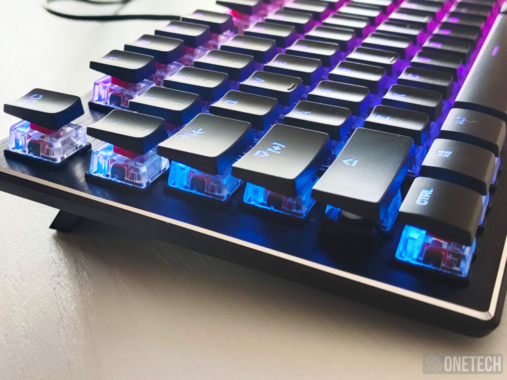 Análisis del Roccat Vulcan TKL, un teclado gamer compacto 9