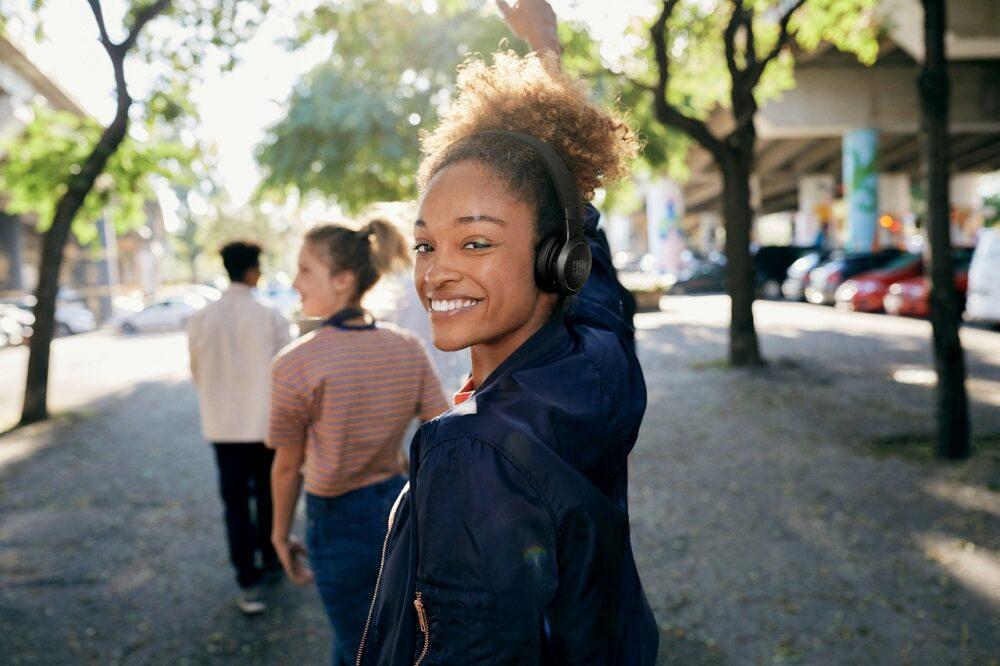 JBL lanza tres nuevos auriculares de su línea Live 3