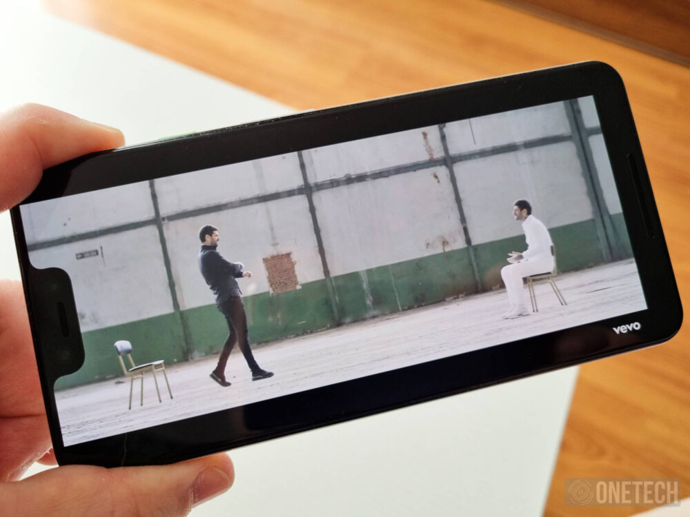 Con Android 12 los Google Pixel podrán rotar la pantalla según la posición de la cara
