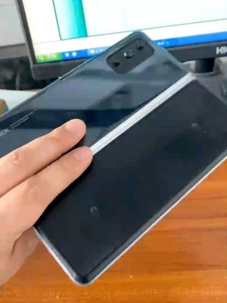Un presunto smartphone plegable de Xiaomi se muestra en fotografías