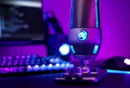 Roccat Torch, el nuevo micrófono de Turtle Beach con iluminación RGB para streamers 2
